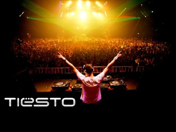 Tiesto - Live at Victoria Park, UK (31-12-2009)